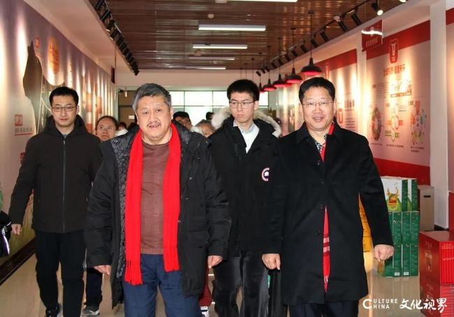 北大教授孔庆东一行到得利斯集团参观调研,对其企业文化高度赞扬