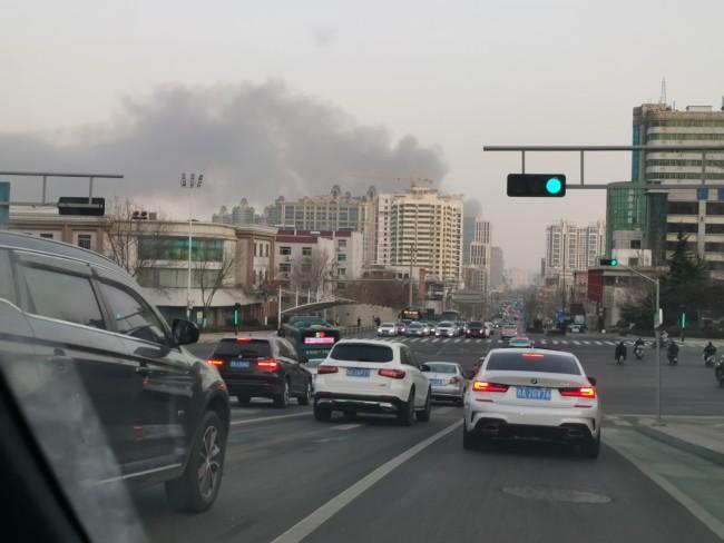 济南历下区山东山纺科技市场发生火灾,目前无人员伤亡情况