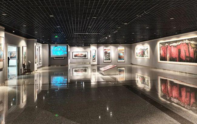 威海荣成博物馆举办古青花瓷和美术作品展,丰富广大市民的新春文化生活