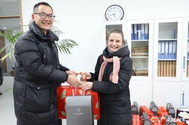 过个温暖中国年!济南托马斯实验学校为留济外教送上新春祝福