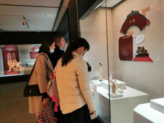 """烟台市博物馆牛年春节""""亮家底""""式的集中展览,为年味增添""""诗和远方""""的浪漫情怀"""