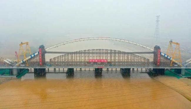 """""""黄河第一拱、世界第一吊""""! 齐鲁黄河大桥420米主拱顺利合龙"""