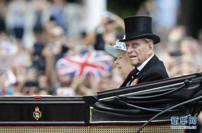 守护74载,甘愿做女王背后的男人!为英国女王放弃姓氏与王位的希腊王子离世