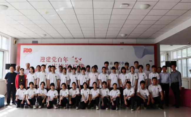济南德润中学举行第二届美育成果展,参展作品达500余幅