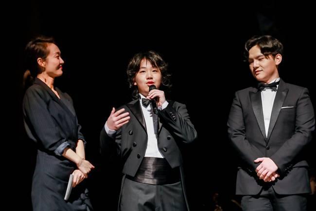奏乐献礼家乡,爱心捐助学校——少年钢琴家陈坦锐、陈环保以音乐传递爱和温暖