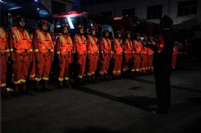 济宁市50名指战员、9辆消防车出发增援河南