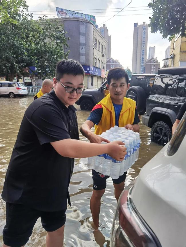 吉利汽车用户运营部与车友积极参与河南救援,收获意外感动