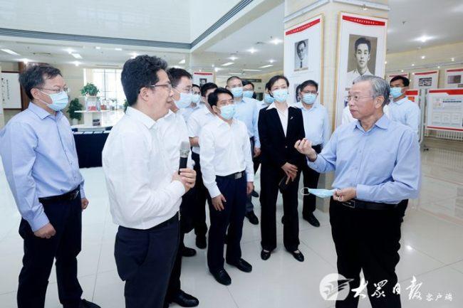 刘家义到齐鲁工业大学(山东省科学院)走访调研,向全省广大教师和教育工作者致以节日祝贺