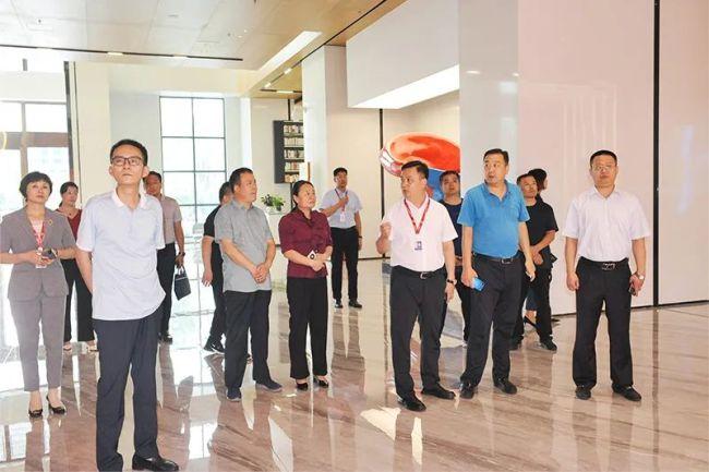 德州齐河县住建局领导到潍坊恒信集团观摩学习,对其规范化管理大加赞赏