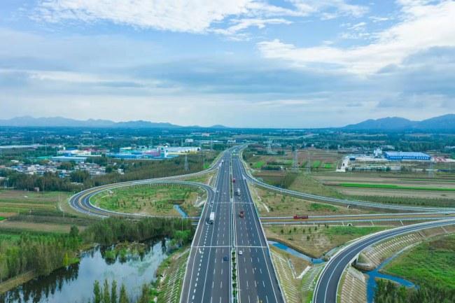 山东首条智慧高速公路京台高速泰枣段改扩建通车