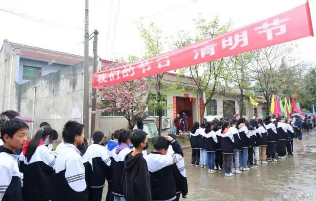 """西咸新区沣西新城开展""""我们的节日""""清明节主题祭扫活动"""