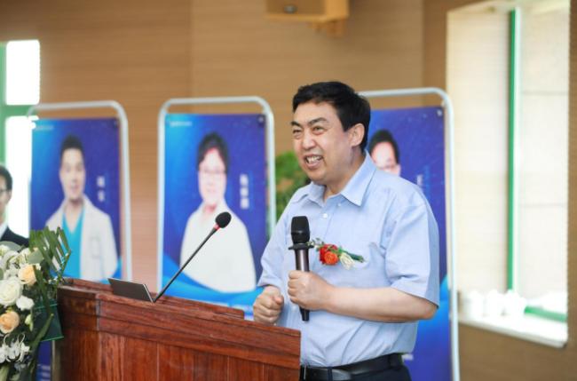 西安国际医学中心整形医院院长郭树忠 热烈欢迎王志军教授团队