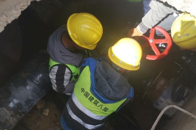 展现央企担当中建八局西北公司驰援青海玛多抗震救灾第一线