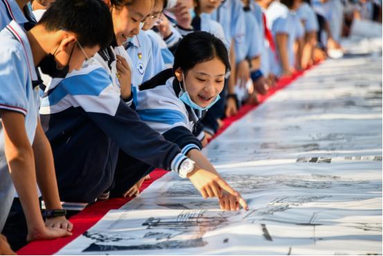 学以致用,西安建大师生共绘百米长卷献礼建党百年!超震撼