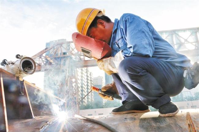 陕西建工积极推动建筑业农民工职业化