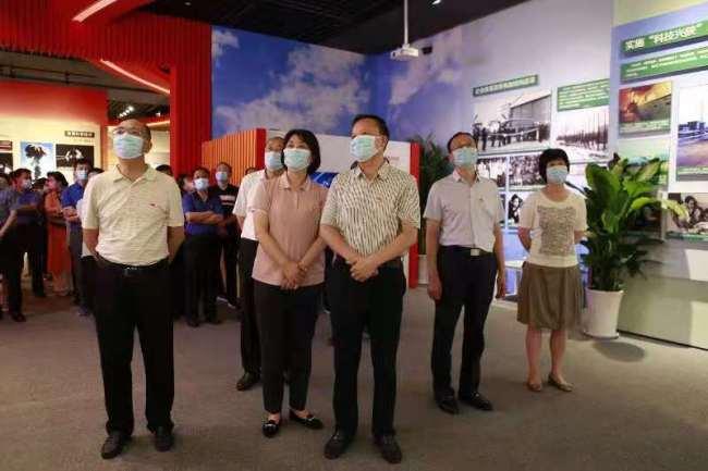 陕西省委老干部局党员干部参观陕西省庆祝中国共产党成立100周年主题展