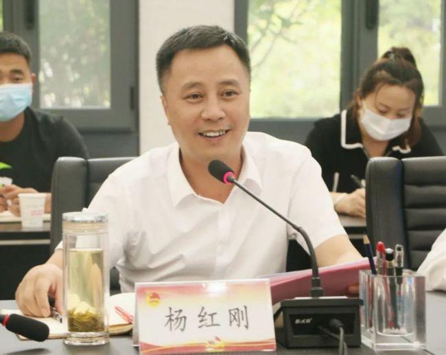 三原县县委副书记杨红刚