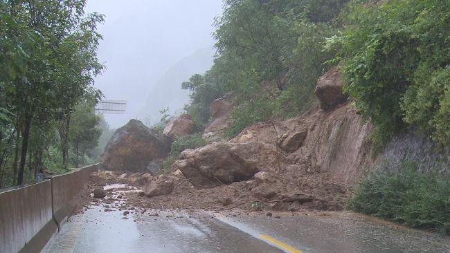 陕西佛坪:山体塌方!西汉高速佛坪连接线暂时封闭