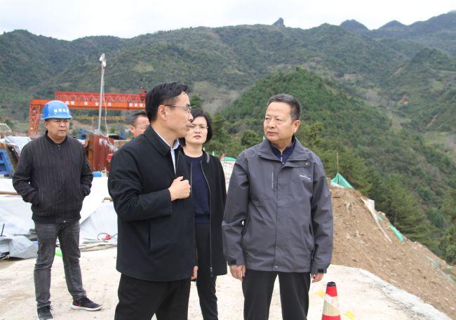 武勇超在凤县强调:强化担当守底线,齐心协力保安全