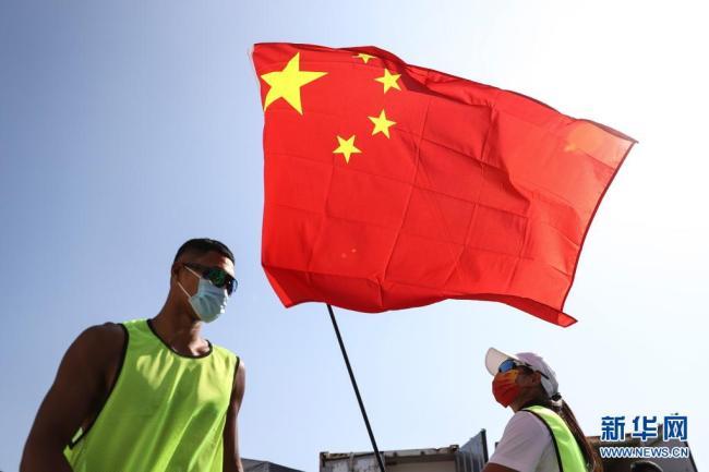 中国帆船帆板队在比赛地熟悉环境