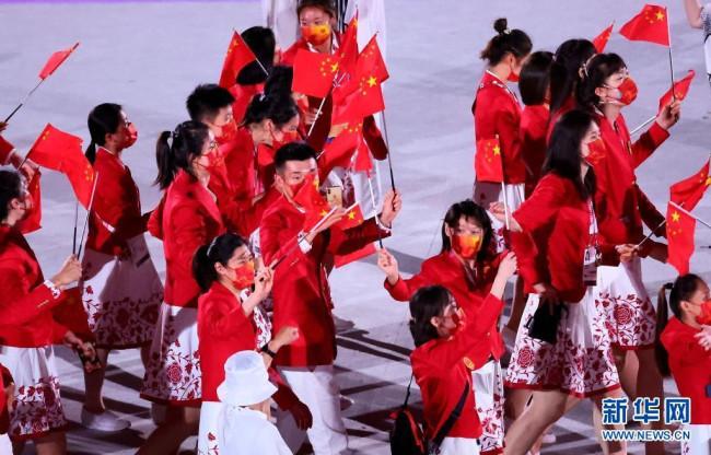 这是中国体育代表团入场