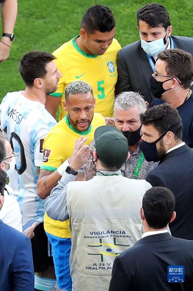 世预赛巴西阿根廷大战因阿球员违反防疫规定被暂停