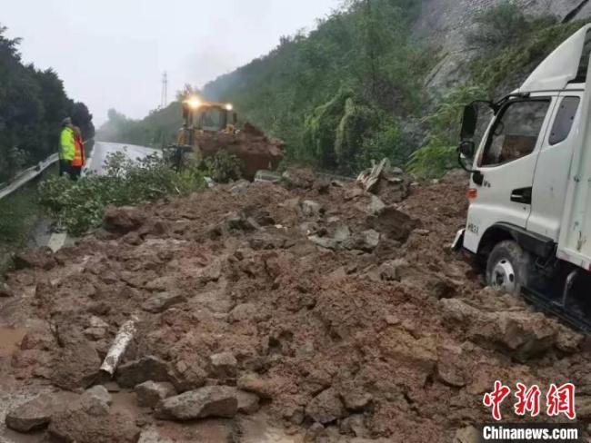 持续降雨导致山西多条高速公路发生塌方、滑坡