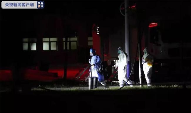 河南郑州本轮疫情首批3名新冠肺炎患者康复出院