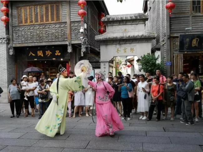 """""""五一""""假期,福州三坊七巷""""文化大餐""""为何如此火爆?"""