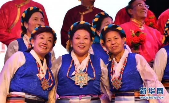 欢乐!近10万文艺大军活跃在西藏各地