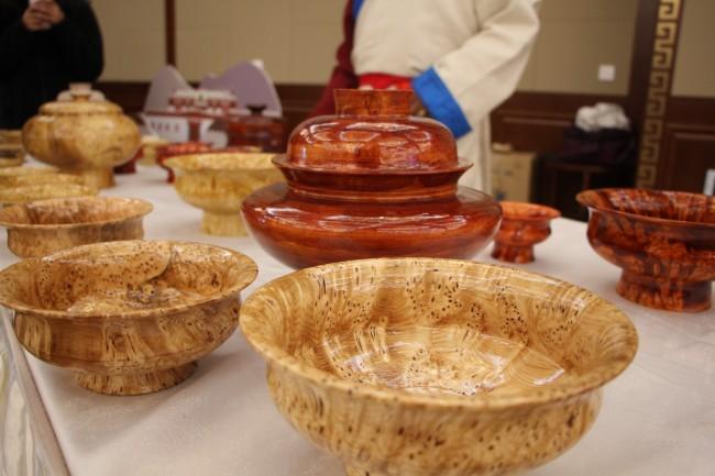 图为朗县木碗产品。