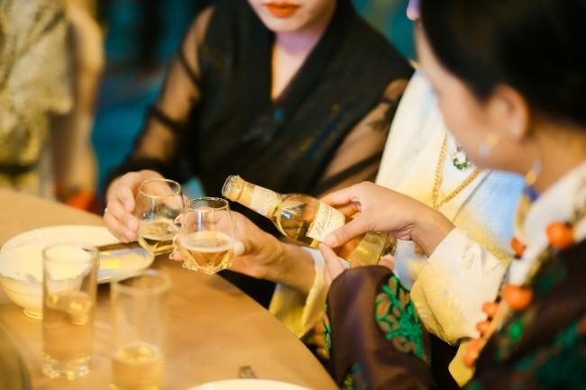 扎根西藏市场23年,百威啤酒成为当地饮酒文化的一部分