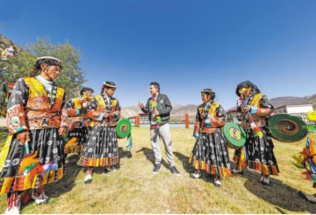 图为山南市乃东区多颇章乡卓舞表演队在排演多颇章卓舞。记者 格桑吉美 摄