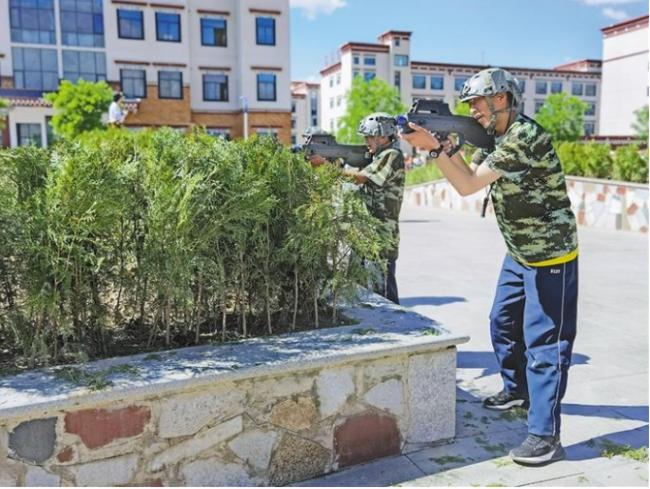 """图为2021年""""奔跑吧·少年""""儿童青少年主题健身活动西藏分会场示范活动。记者 郑璐 袁海霞 摄"""