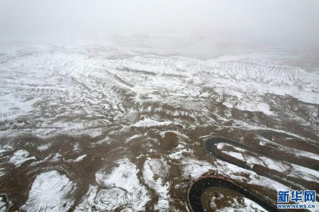 雪中的札达土林