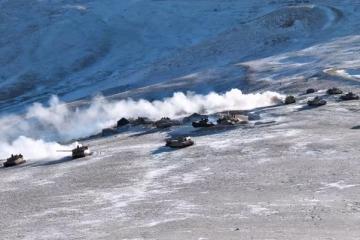 美媒:15式轻坦高原作战能力远超印度
