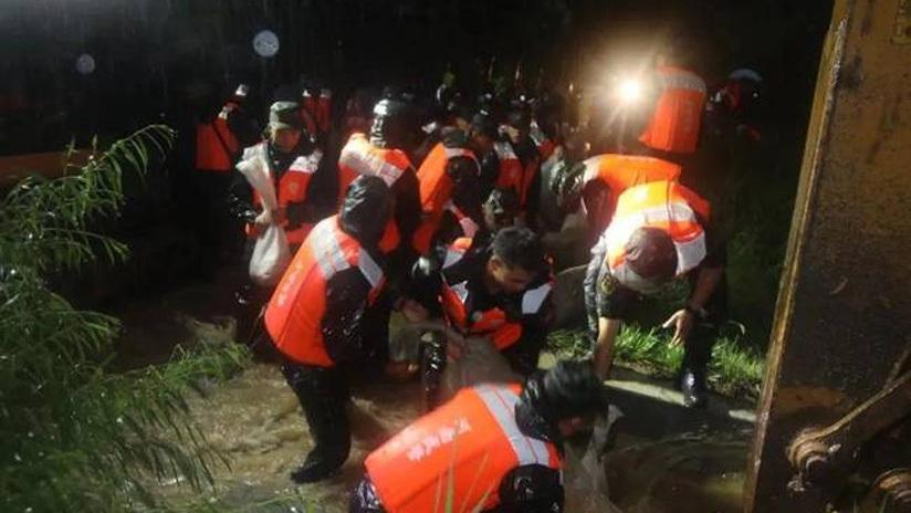 中部战区紧急派出部队投入抢险救援一线