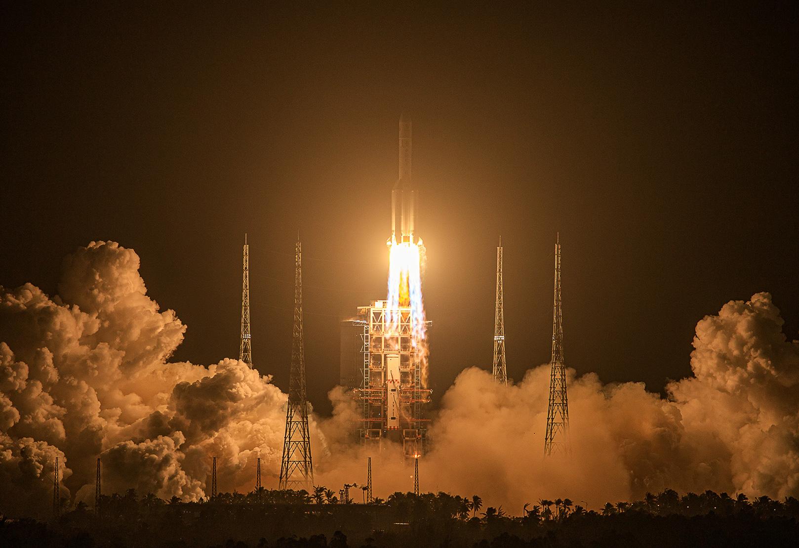 嫦娥五号探测器发射升空