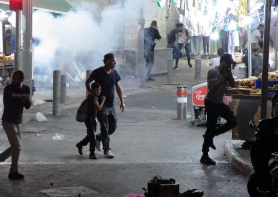 巴勒斯坦民众与以色列警察冲突,300余人受伤