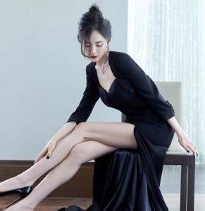 杨幂开叉长裙大秀美腿