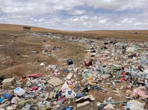 可可西里地区再现垃圾带