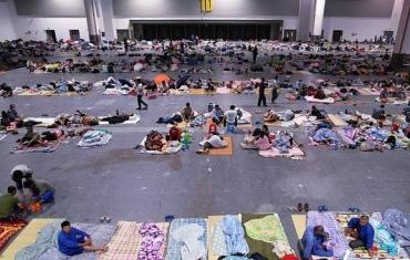 杭州:2万多名务工人员在展览馆内避台风