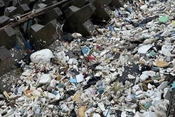 上海千米江堤变垃圾堆场