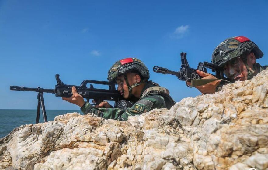 广西:武警官兵实战演训