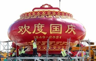 """天安门广场""""祝福祖国""""巨型花篮雏形亮相"""