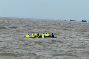 海南:营救12名落海者